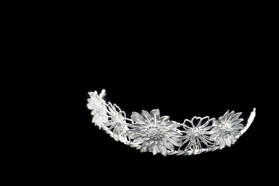 0.2mmの純銀線を紡いで生み出す工芸品、秋田銀線細工とは