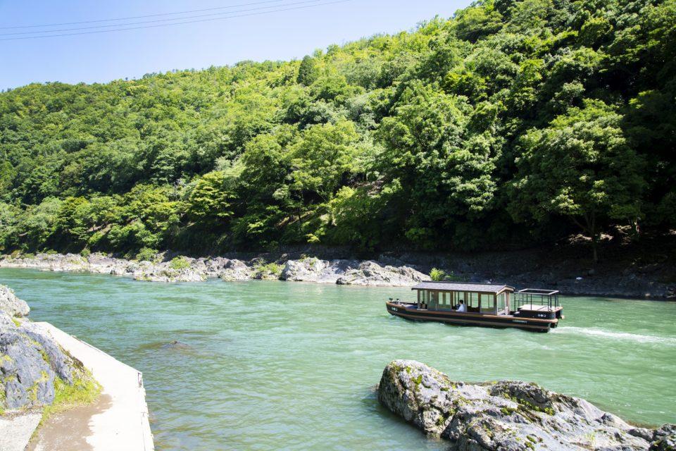 夏の嵐山を堪能する<br/> 翡翠色の川辺の宿へ<br/>星野リゾート「星のや京…