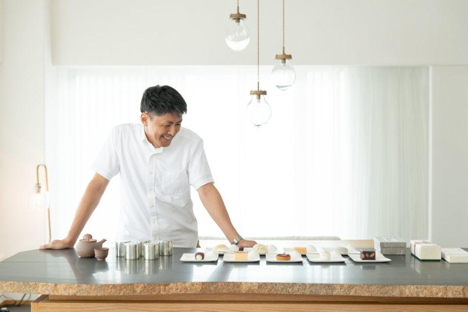 京菓子店をめぐって集めた菓子は、<br>美味しい日本茶でいただきたい