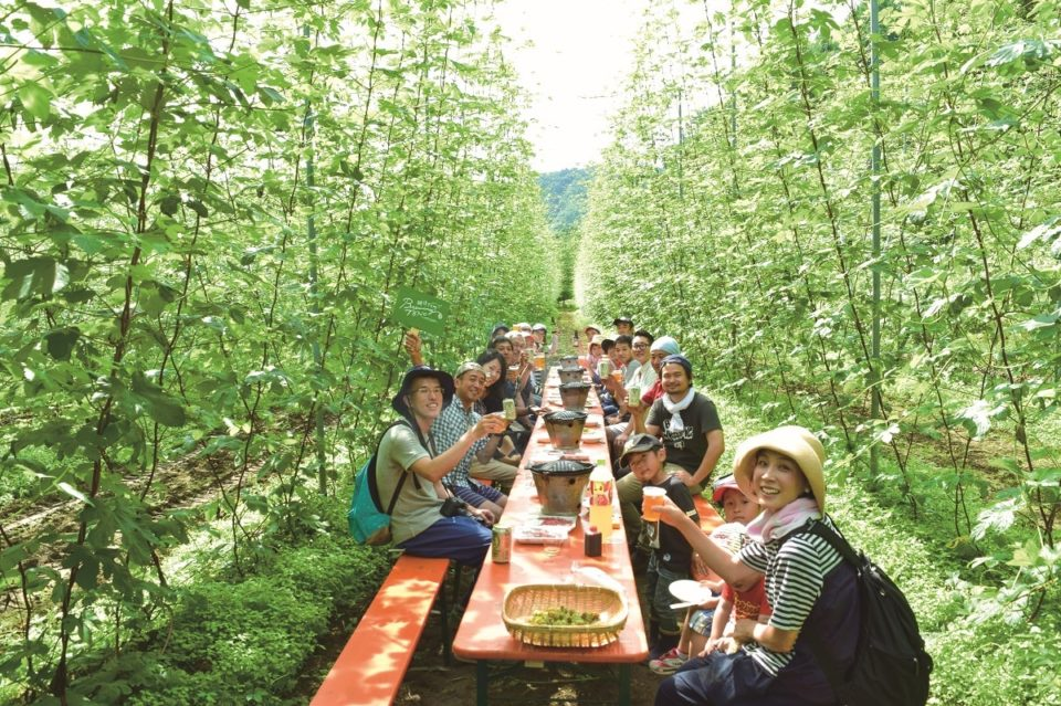 <b>ホップ農家と醸造家のおいしい関係。</b><br>クラフトビールの聖地、遠野へ旅をする
