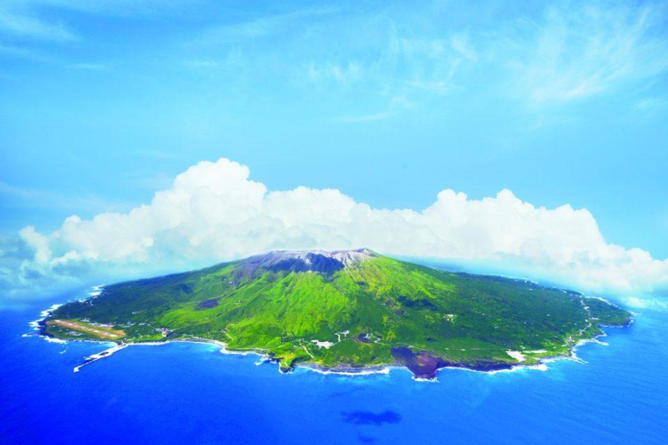 <b>ドルニエ機で向かう生命の島</b><br>東京から45分の南国・三宅島の旅