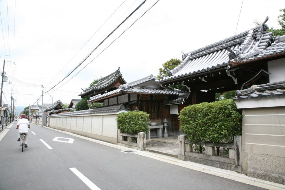 京最大の寺院街からはじまる商業の道・寺町通。<br>京都主要通り街歩きガイド