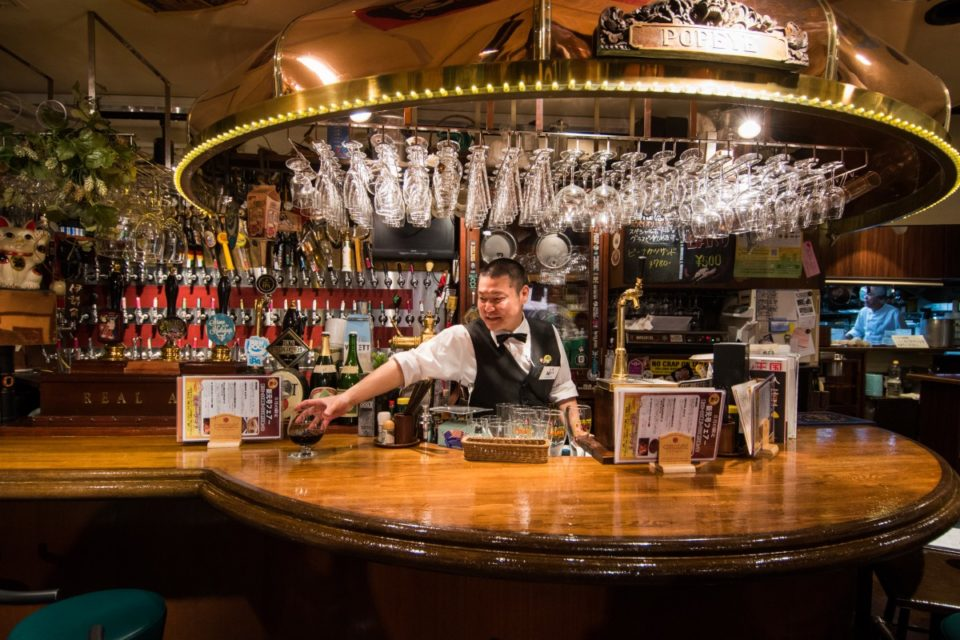 <b>100以上のタップ、扱うビールの数は都内屈指</b><br>〝伝説〟と呼ばれるビアパプ「麦酒倶楽部 ポパイ」