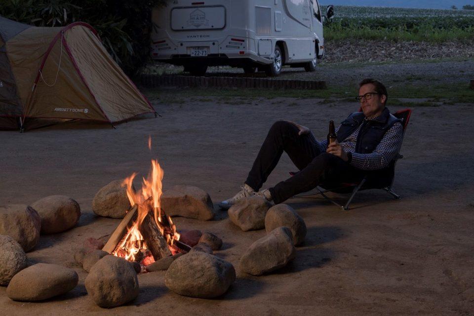 羊蹄山の麓で焚き火を囲む贅沢<br>キャンピングカーで美味しい北海道の旅へ
