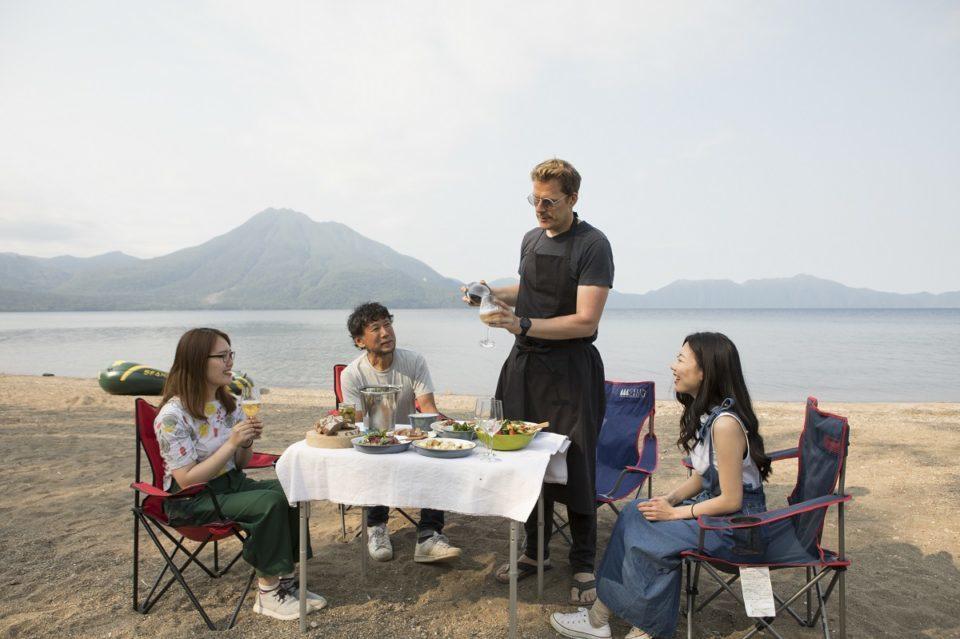 <b>日本屈指の透明度を誇る支笏湖へ</b><br>キャンピングカーで美味しい北海道の旅へ
