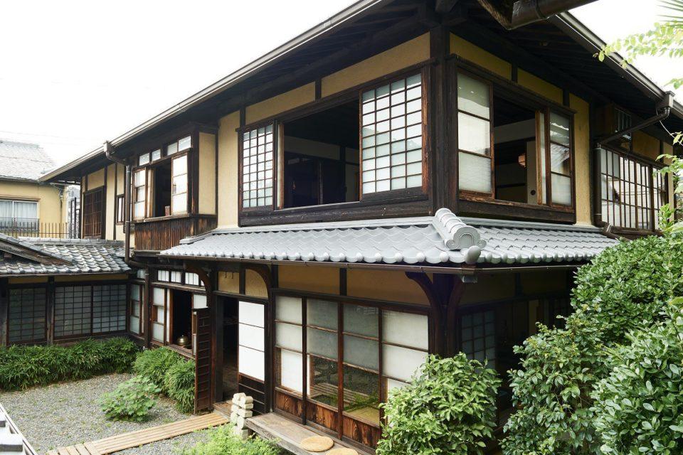 <b>民藝のはじまりの地、京都で訪れたい聖地「河井寛次郎記念館」</b>