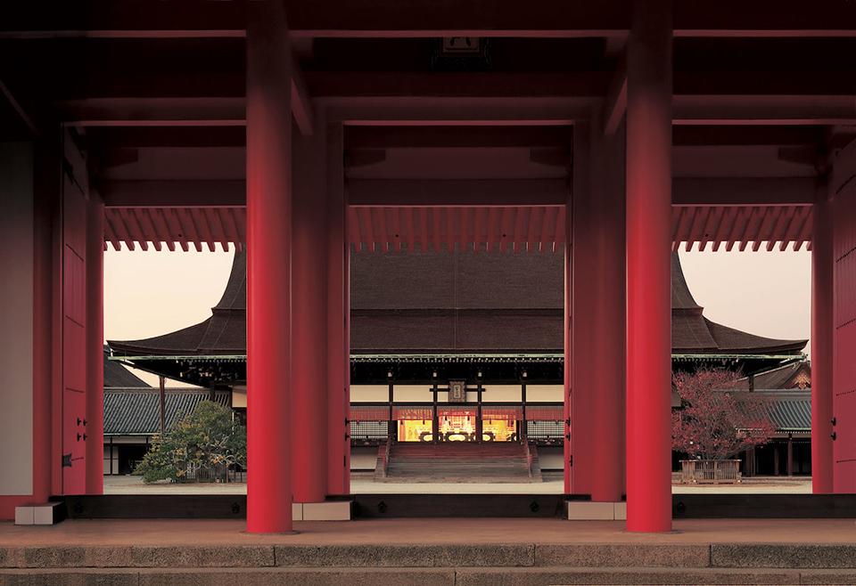 <b>まさに京都御所の象徴。</b><br>多くの史実に残る神聖な場所「紫宸殿」