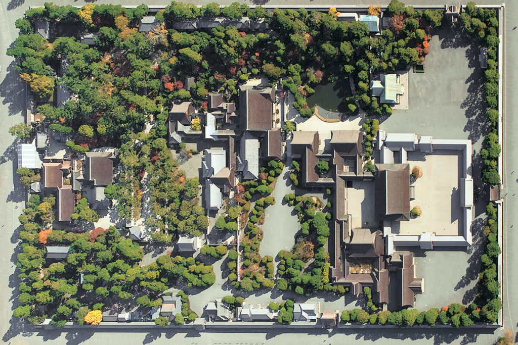 <b>令和の秋旅は皇室ゆかりの地へ!<br>京都御所完全ガイド</b>