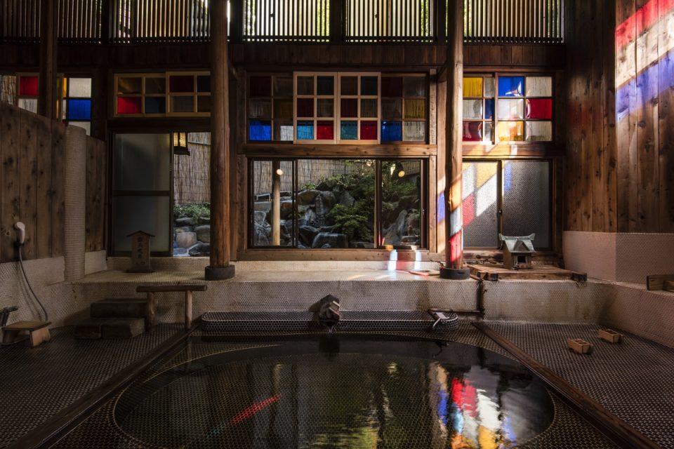 <b>野沢温泉の熱めの湯に浸かり、信州の郷土料理を愉しむ温泉宿「村のホテル 住吉屋」</b>