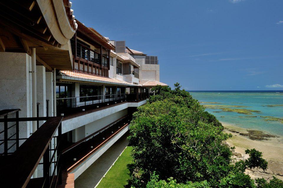 沖縄南部の海沿いにある琉球文化の魅力を凝縮した上質なリゾート「百名伽藍」