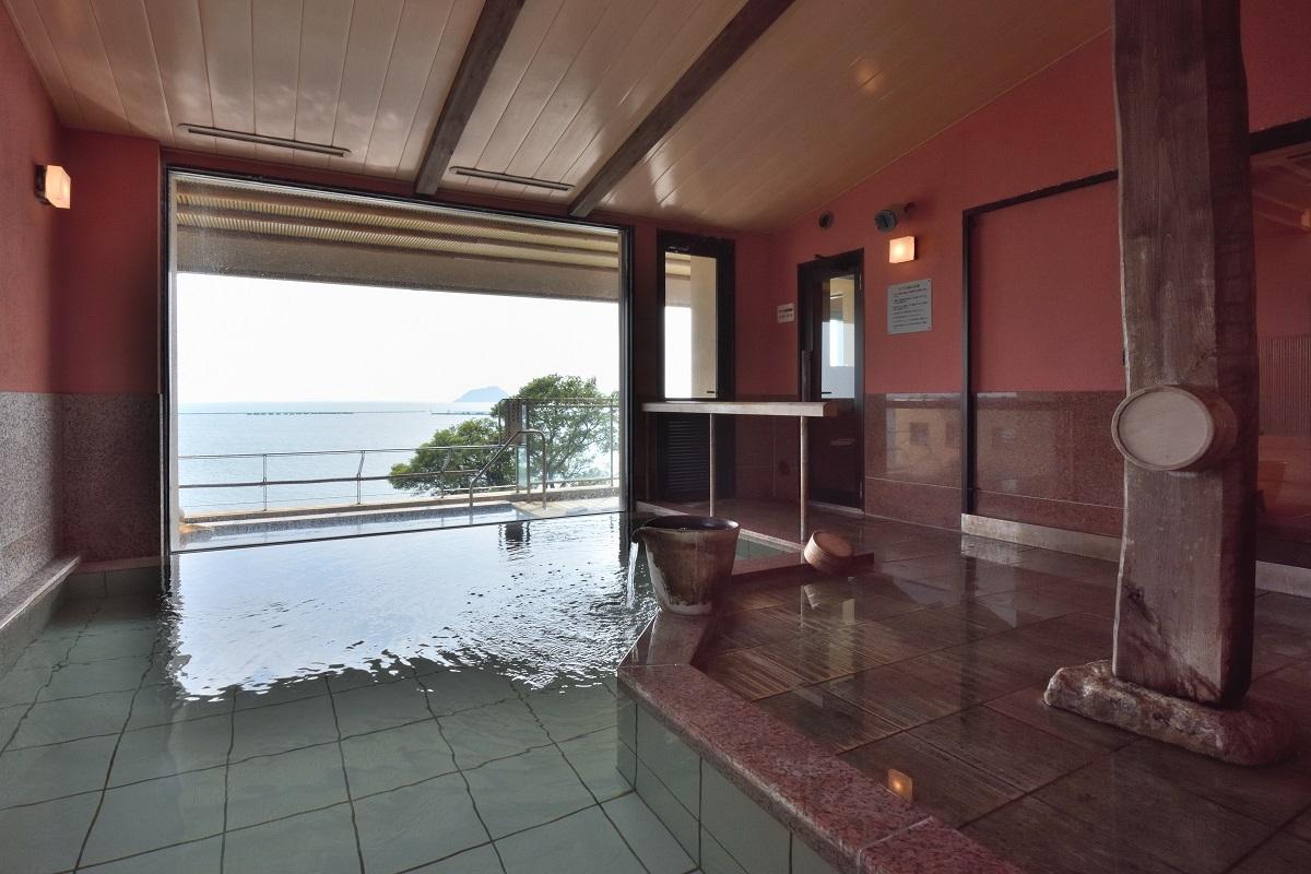 <b>日本一の湖の絶景と近江牛尽くしを愉しむ 滋賀「旅館 紅鮎」</b>