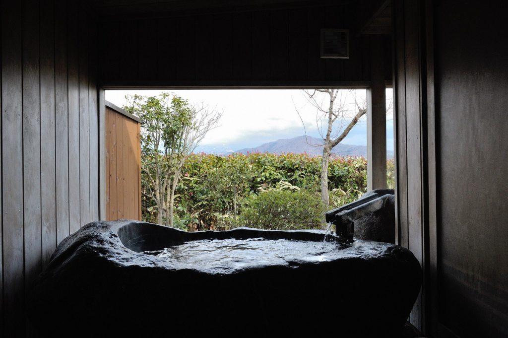 <b>季節の移ろいも味える<br>露天風呂がうれしい湯宿~東北編~</b>