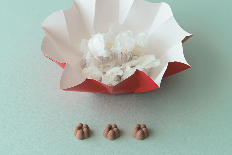 花紋折りに包まれた愛らしいお菓子<br>諸江屋の「La・KuGaN」<br>福田里香の民芸お菓子巡礼