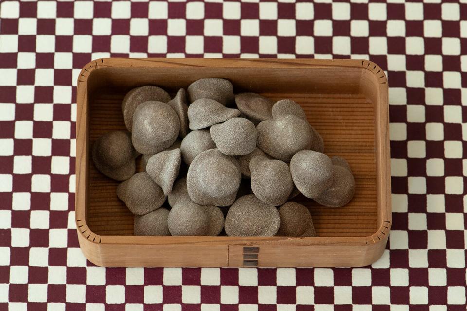 チョコレートでつくられる小さな宝石<br>開運堂の「ピジュトリー」<br>福田里香の民芸お菓子巡礼