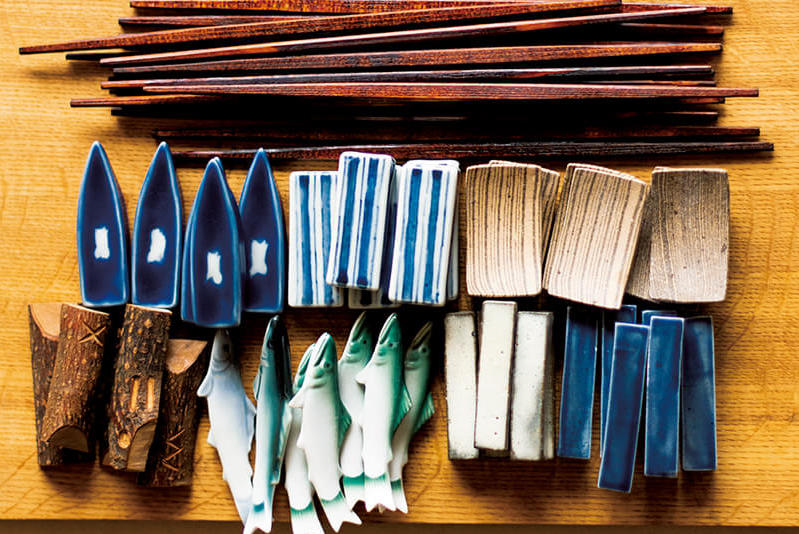 塗師屋・藤八屋の「利休箸」<br>小物にもこだわりたい、箸と箸置きの話<br><small>高橋みどりの食卓の匂い</small>