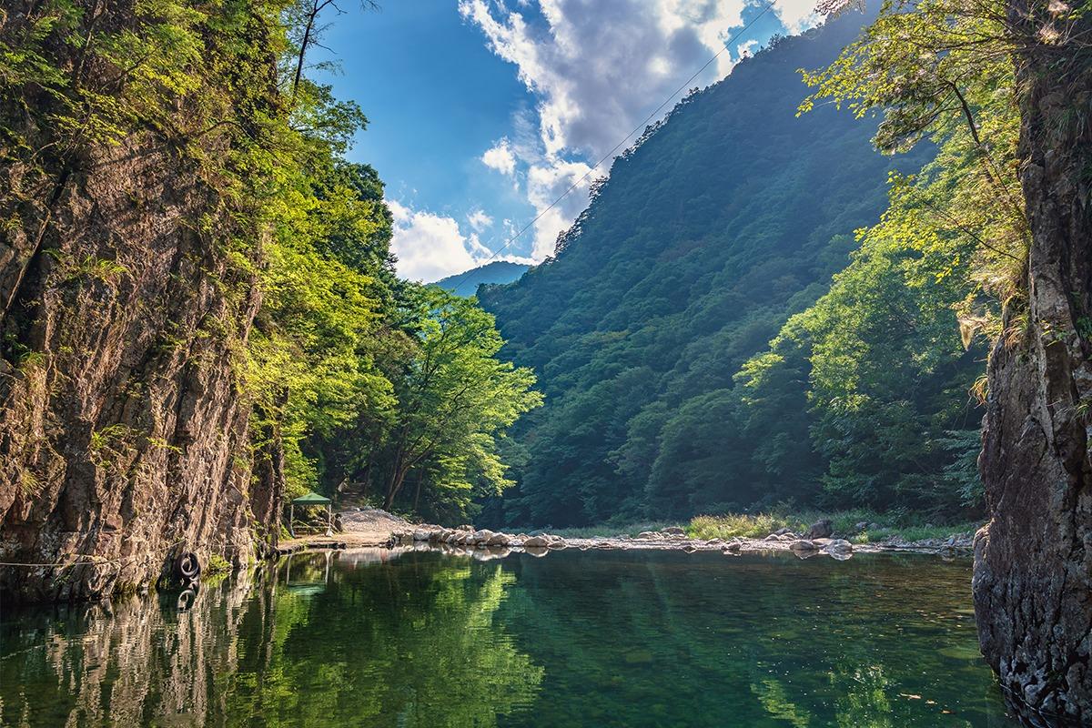 穏やかな瀬戸内海を望み<br>平和を象徴する「広島県」