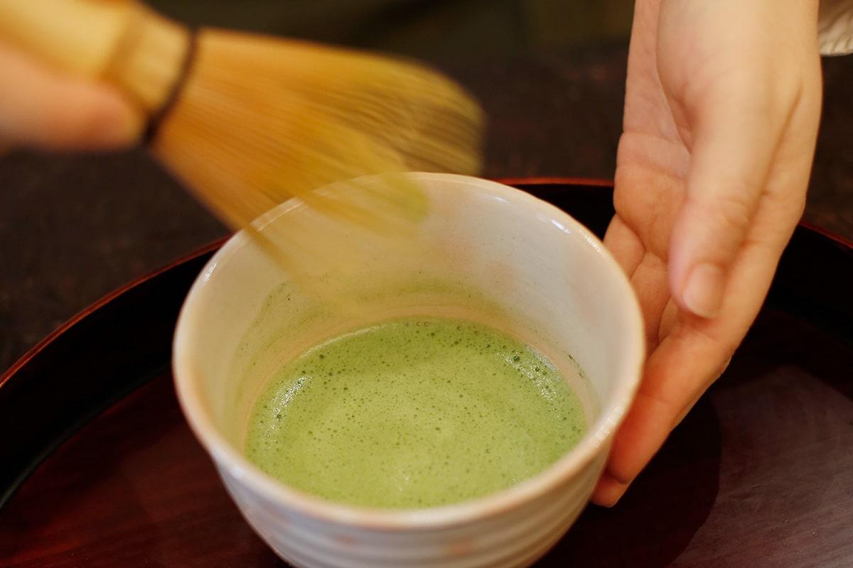 はじめての抹茶の点て方。<br>抹茶を飲みやすくした「薄茶の点て方」編