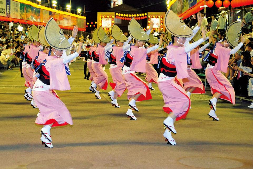 阿波おどりには毎年100万人以上の<br>観光客が訪れる「徳島県」