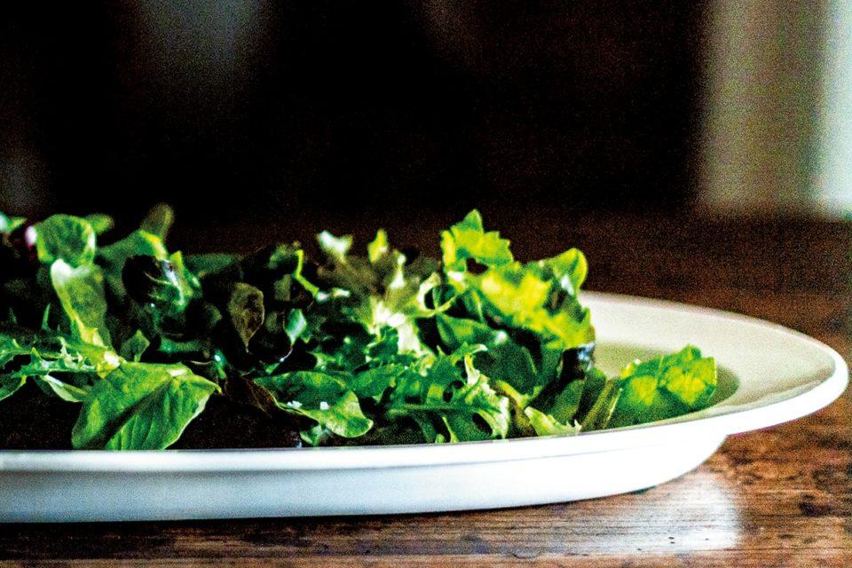 フランスアンティークの絵になる白皿<br><small>高橋みどりの食卓の匂い</small>
