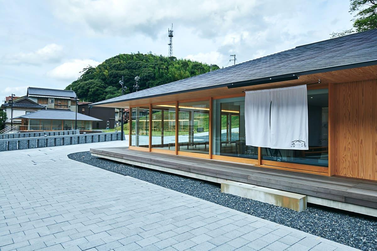 県最古といわれる温泉「恩湯」で、せせらぎと湯浴みに寛ぐ。~第2回 建築編~