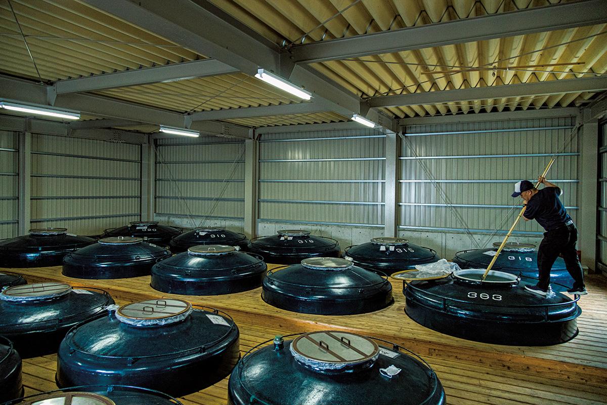 温泉や酒造、黒豚に醤油…<br>九州を色で楽しむ列車の旅。【黒編】<br><small>新観光列車 JR九州「36ぷらす3」</small>