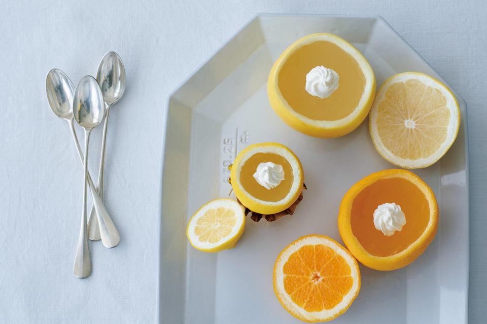 果物を丸ごと使った「フルーツパーラー クリケット」のゼリー<br><small>福田里香の冷菓でホッとひと息</small>
