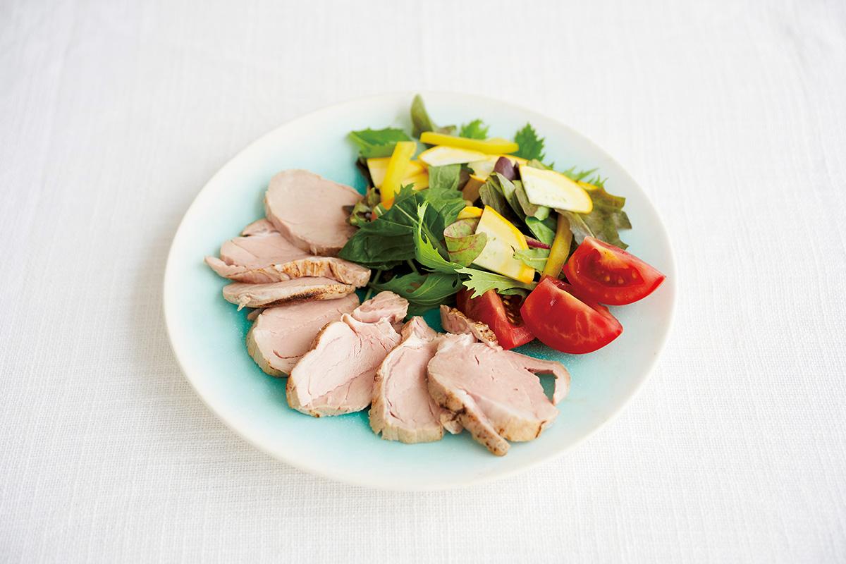 赤、緑、黄色が映える、岩崎龍二さんのアイスグリーン<br><small>うつわで料理を楽しくするもりつけのデザイン。<small>