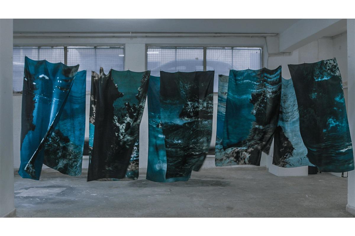ギリシャのアーティストが藍染で未来の海を描く、Tokyo Tokyo Festival『現象の色』 開催