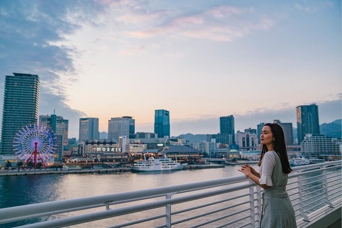 「神戸メリケンパークオリエンタルホテル」<br>海と空との間に佇むホテルで、<br>ヘルシー&エレガントな自分時間を過ごす