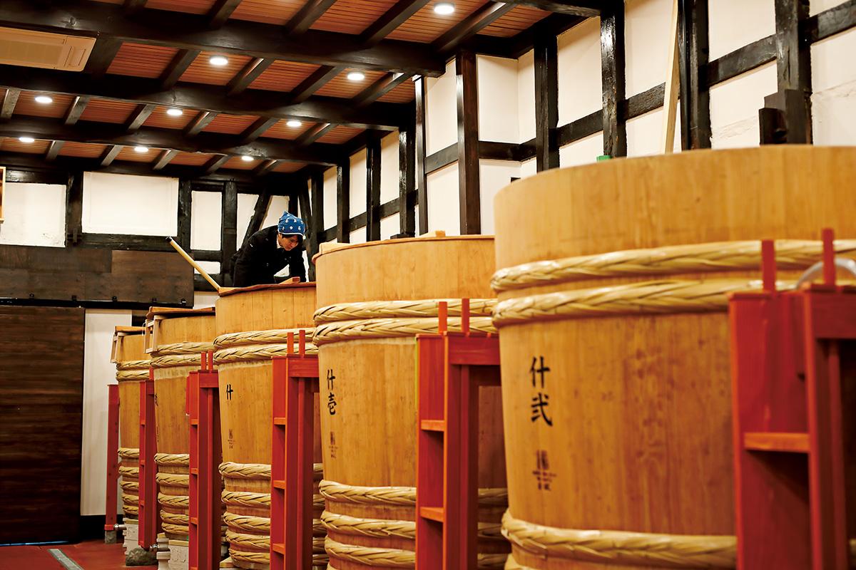 新政酒造・佐藤祐輔さんが手掛けた、<br>自然を守り、伝統をつなぐ酒造り。
