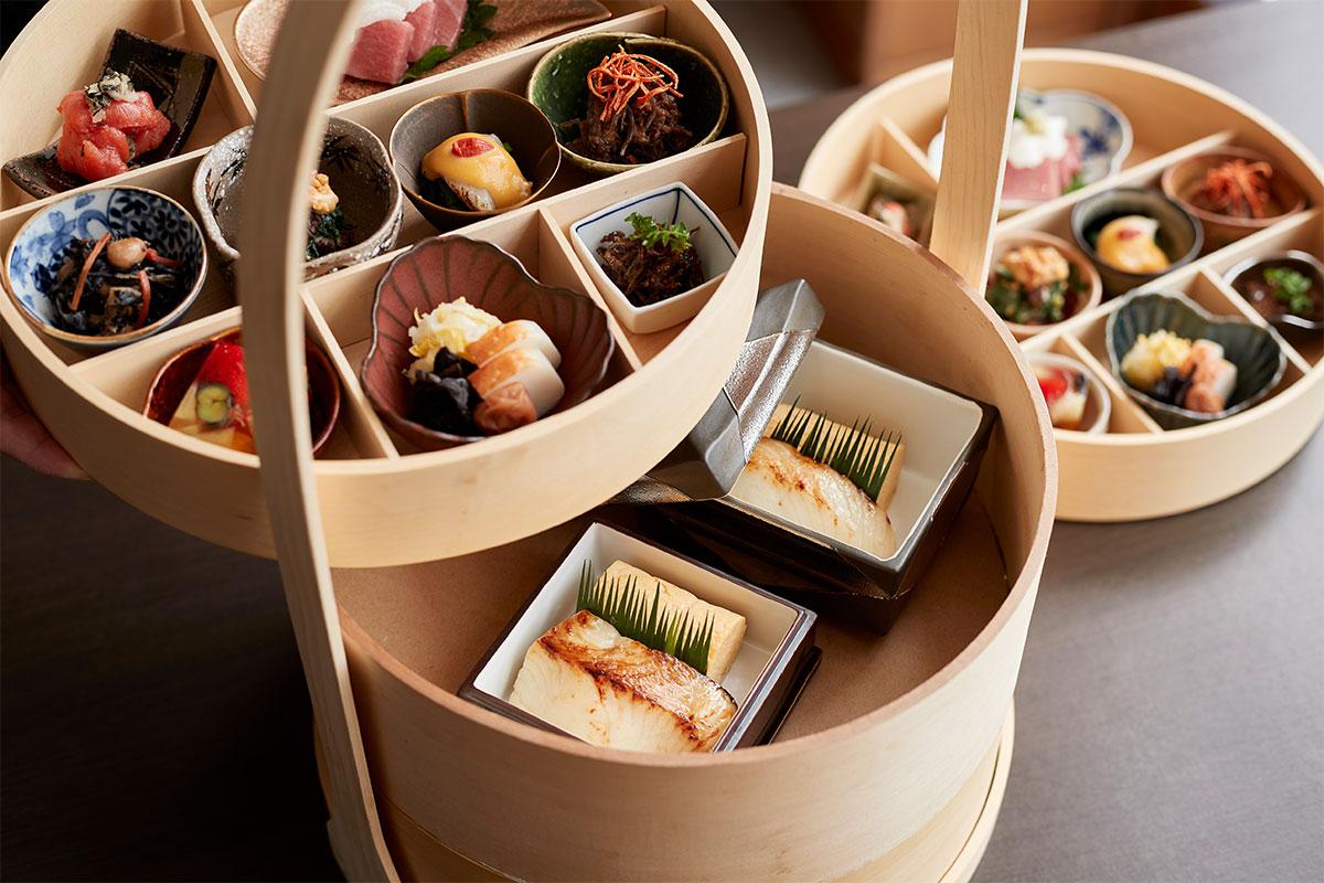 日本庭園を眺めながら京料理を五感で愉しむ。<br><small>ふふ 京都「京野菜と炭火料理 庵都(いほと)」</small>