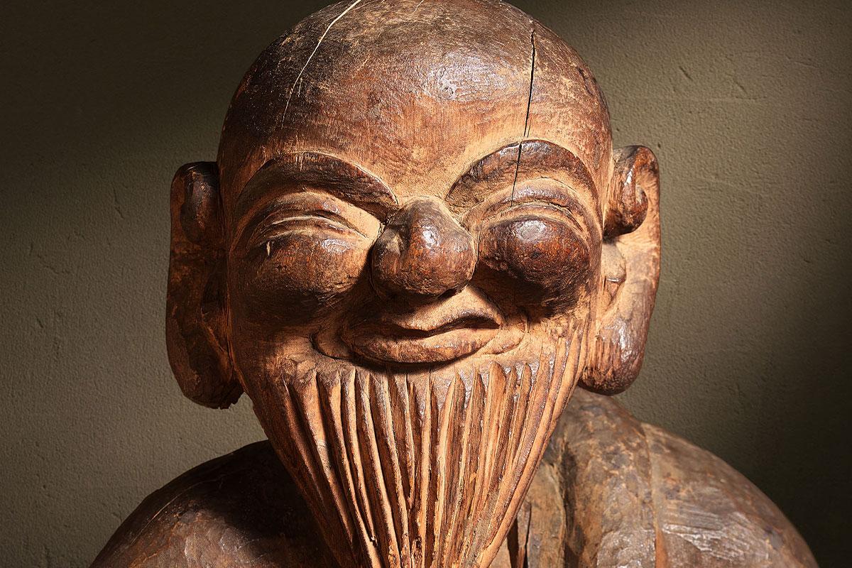 日本民藝館リニューアル後初の企画展は、<br>朝鮮陶磁・木喰仏・沖縄染織などが並ぶ名品展
