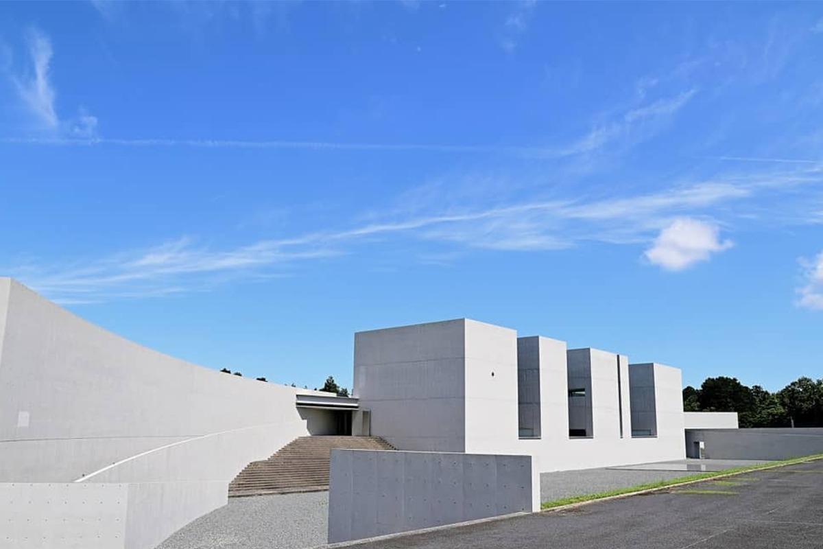 美術館×自然の調和が美しい「植田正治写真美術館」。建築は高松伸氏
