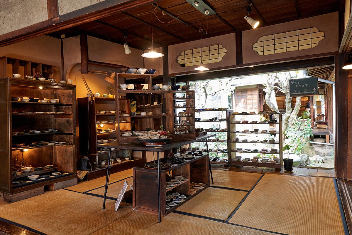 アートスペース油亀<br>岡山のワクワクが詰まった器ギャラリー