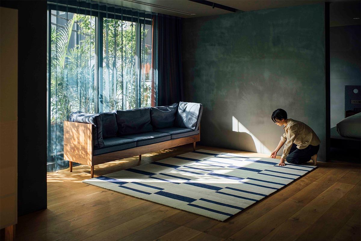 DIYカーペット「WOOLTILE(ウールタイル)」から北欧デザイナーと浜町ホテル東京がコラボした新シリーズを発売。
