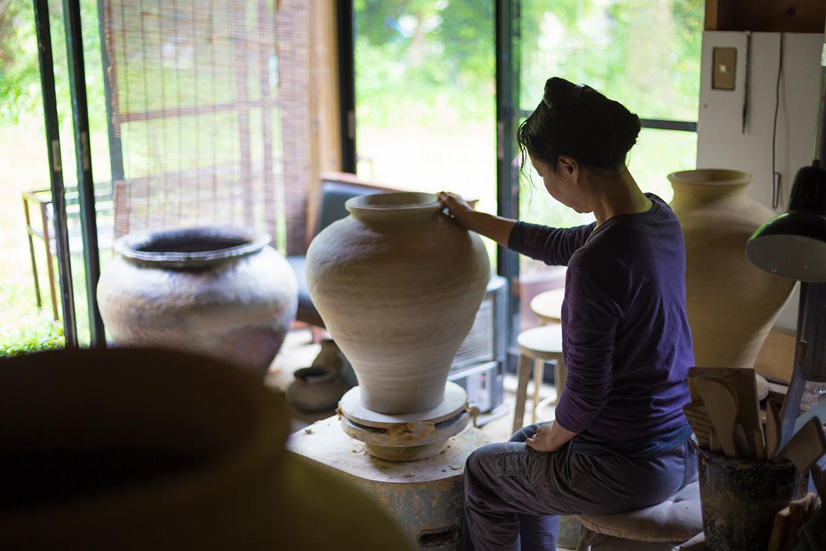 田宮亜紀のうつわ<br>「壺を通じて、独自の世界へと突き進む力」