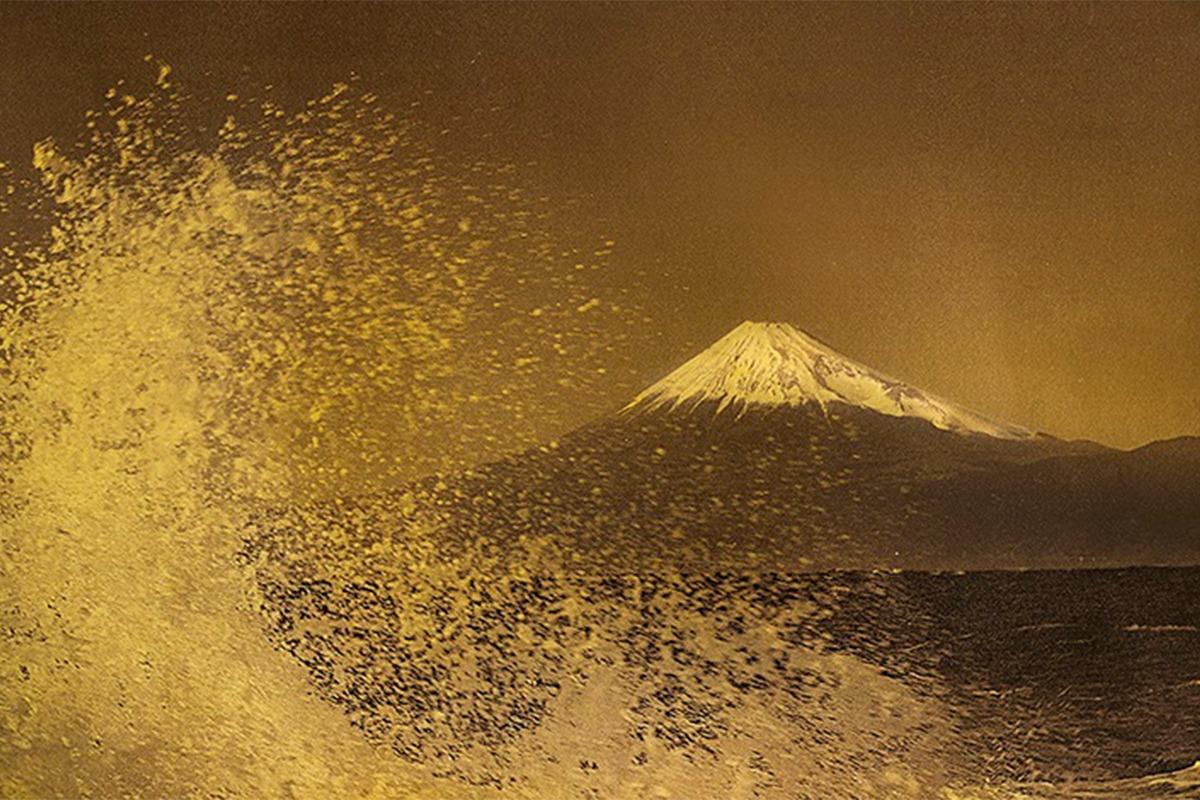 """日本の伝統工芸""""箔""""と写真の融合 織作峰子写真展<br><small>「Hommage to Hokusai(オマージュ トゥ ホクサイ)」~悠久の時を旅して~</small>"""