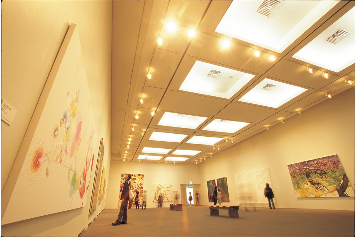 上野の森美術館<br>「新たな才能を発掘する、挑戦的な美術館」