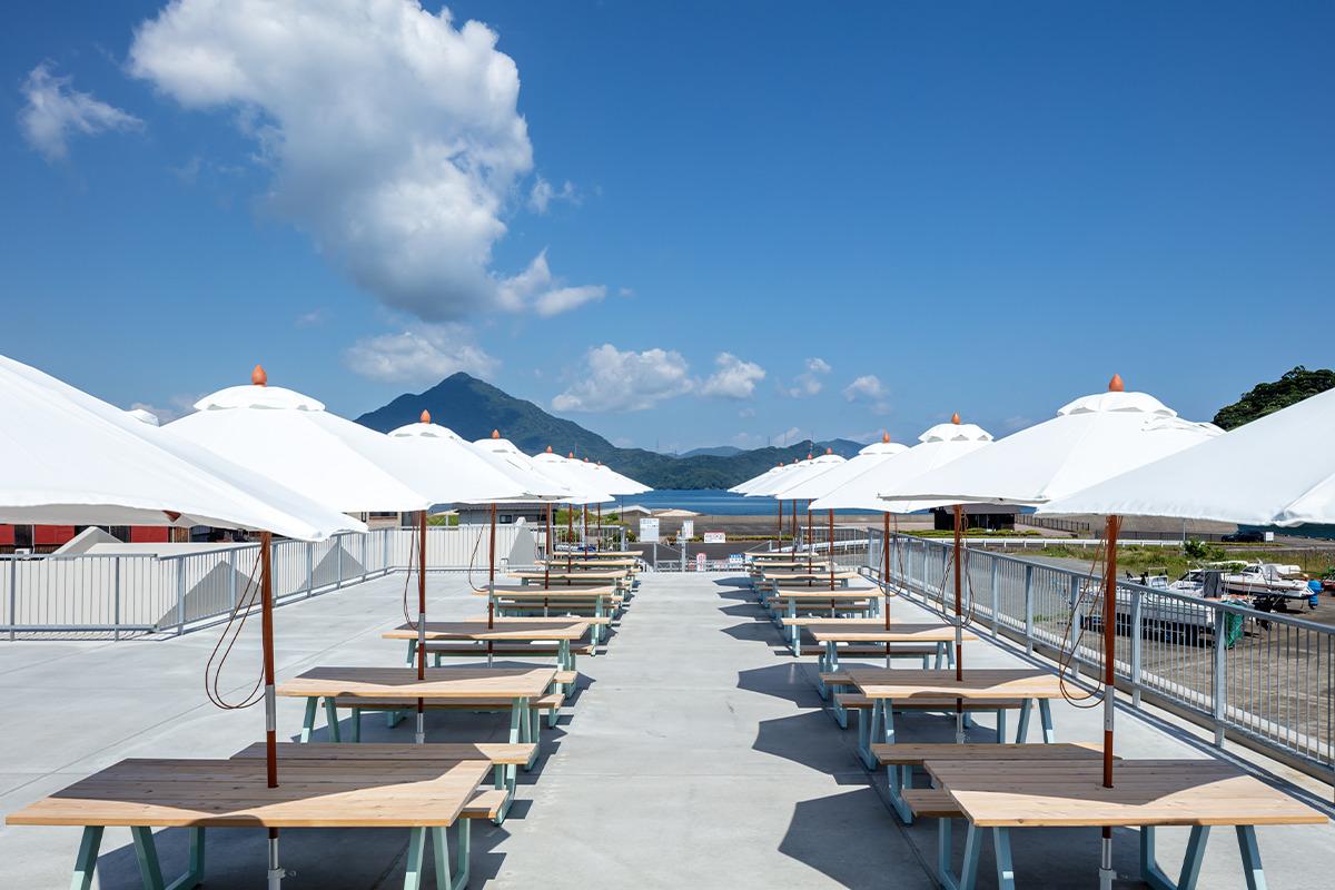 """UMIKARA<ウミカラ><br>高浜に誕生した体験型フィッシュマーケット<br><small>人々を""""海""""で繋げる新しい漁師町の形。</small>"""