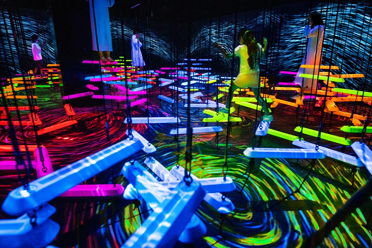 東京・お台場「チームラボボーダレス」がリニューアル!<br>最先端アートの中でアスレチックに挑戦
